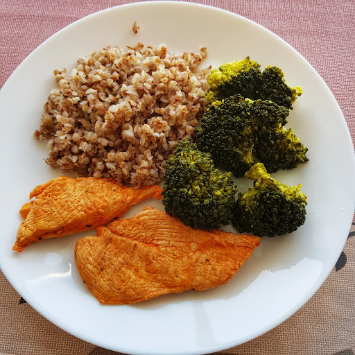 Chicken and broccoli with buckwheat